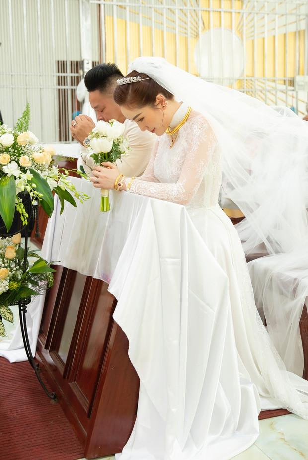 Dàn sao Vbiz trong đám cưới Bảo Thy không nhiều nhưng thực sự đặc biệt