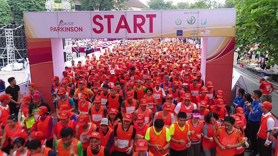 2.000 người tham gia chạy vì bệnh nhân Parkinson