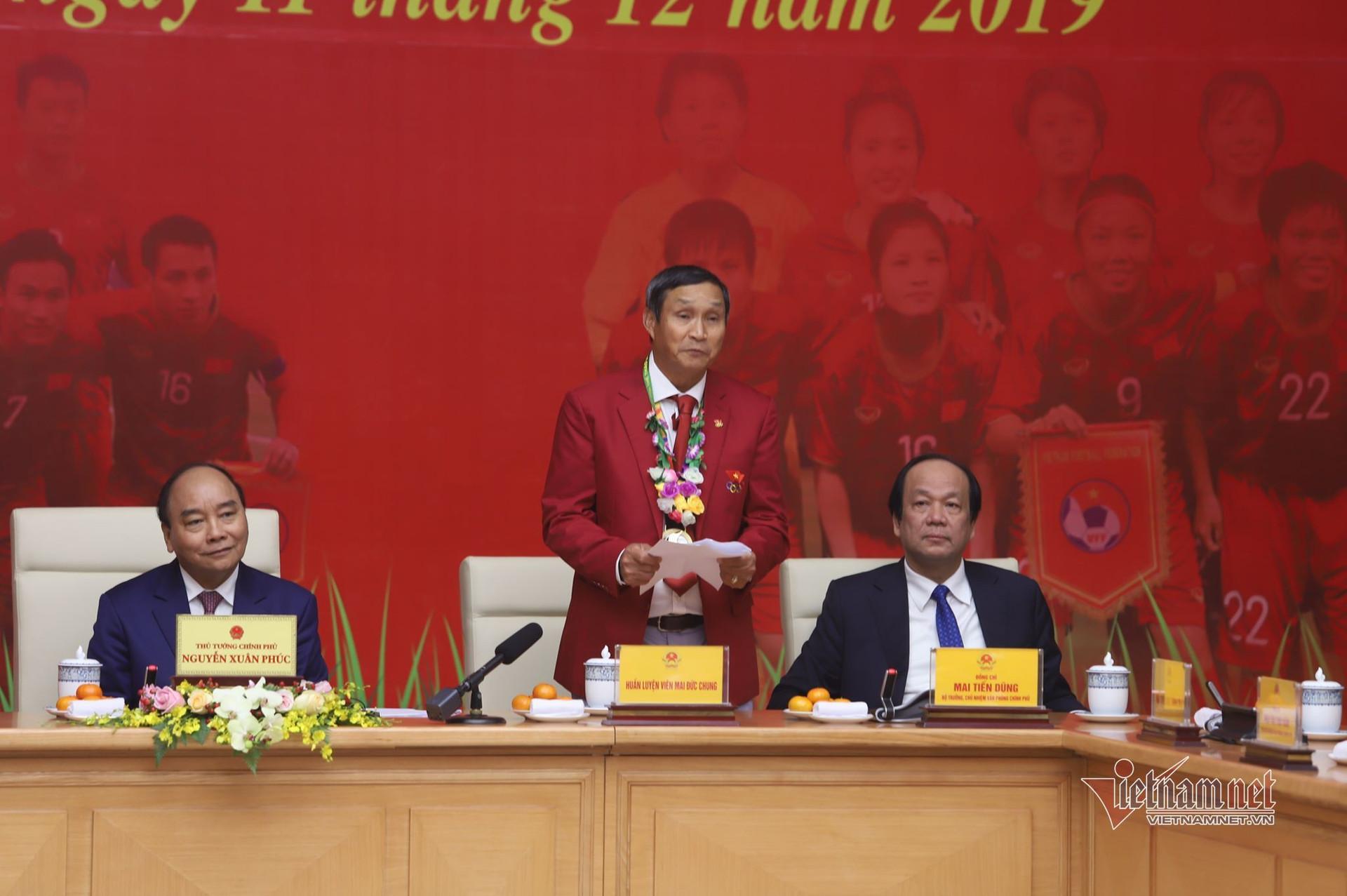 Thủ tướng gặp mặt các chàng trai, cô gái vàng vô địch SEA Games 30
