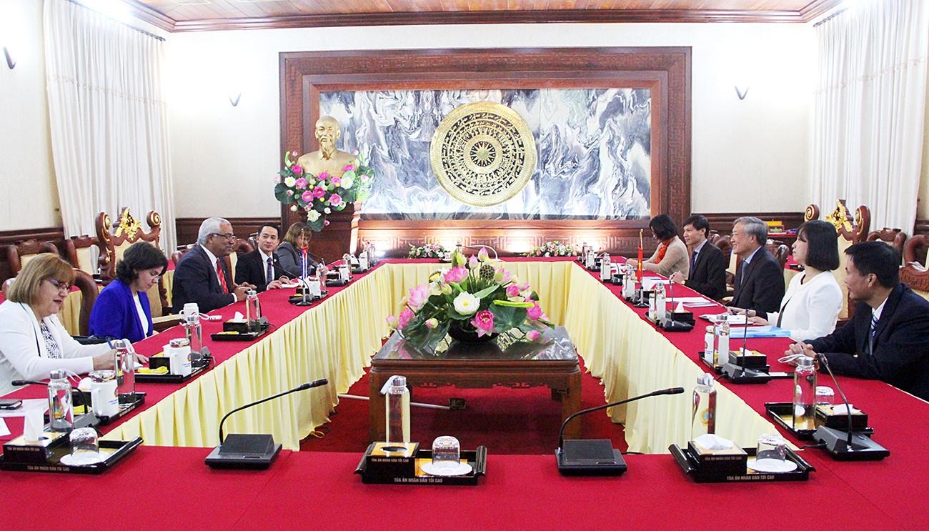 Chánh án TANDTC Nguyễn Hòa Bình tiếp Bộ trưởng Bộ Tư pháp Cuba