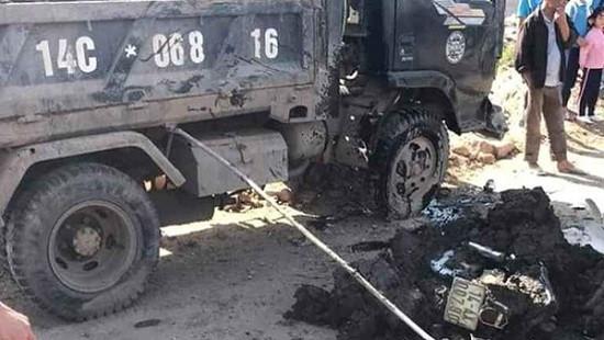 Nữ sinh lớp 10 bị xe chở bùn đất lật đè nguy kịch