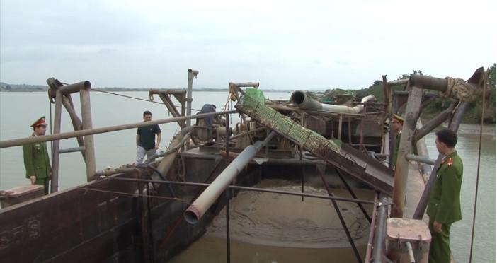 Khởi tố đối tượng khai thác cát trái phép trên sông Đuống