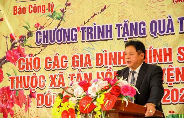 Báo Công lý tặng quà Tết cho gia đình chính sách, người có công tại Ba Vì, Hà Nội
