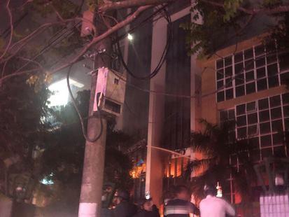 Cháy tòa nhà dầu khí, nhiều người bị mắc kẹt