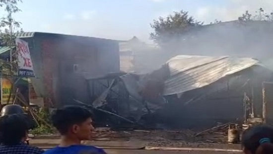 Nhiều căn nhà bị lửa thiêu rụi ngày mùng 2 Tết