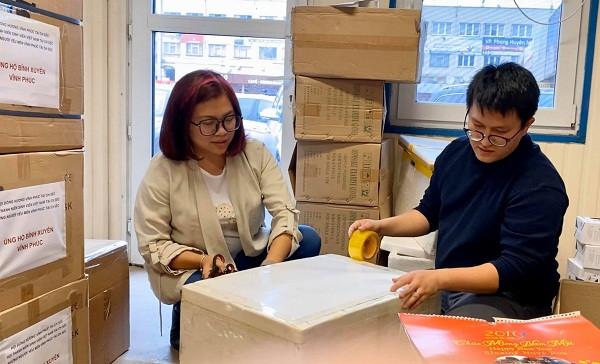 Hội Thanh niên Sinh viên Việt Nam ở CH Séc tặng nhu yếu phẩm phòng bệnh Covid-19 cho bà con ở Vĩnh Phúc