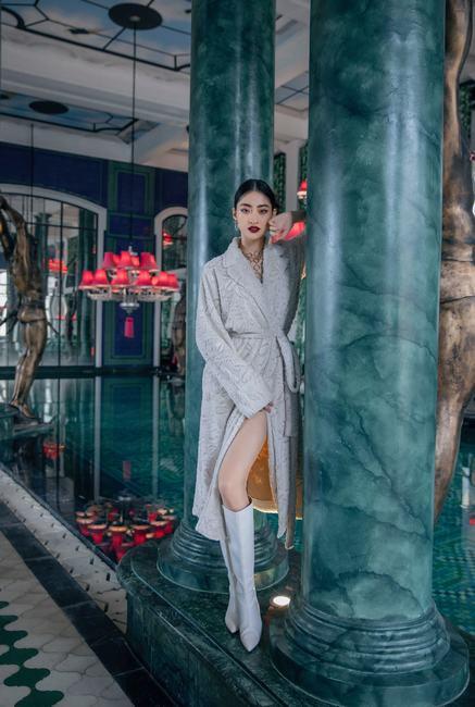 """Hoa hậu Lương Thùy Linh – """"tắc kè hoa"""" mới trong làng thời trang Việt"""