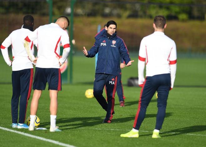 Ngoại hạng Anh, Champions League và Europa League tạm hoãn vì Covid-19