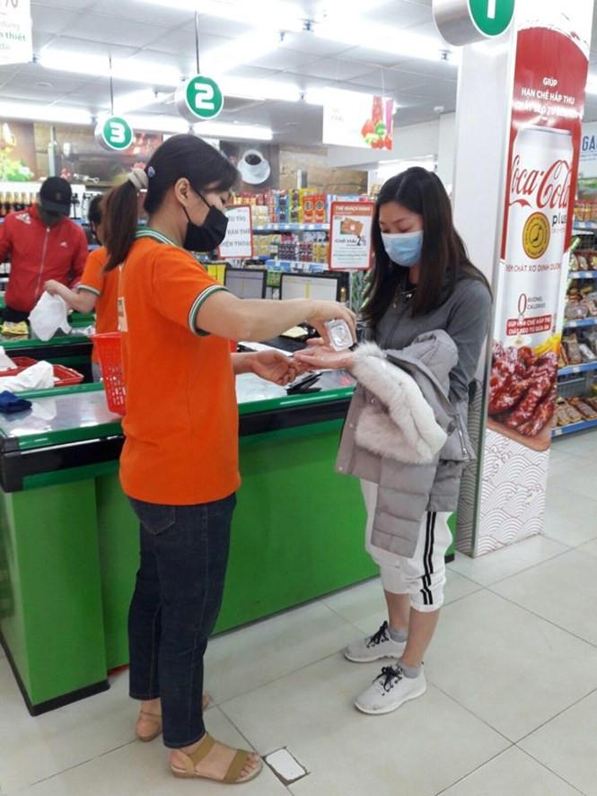 Hệ thống bán lẻ của Tập đoàn BRG hỗ trợ khách hàng mua sắm, đảm bảo hàng hóa phòng, chống dịch Covid-19