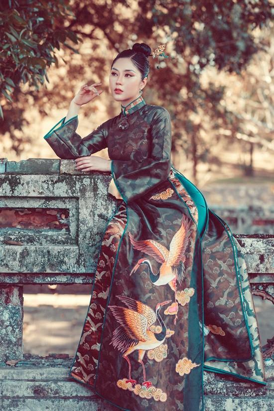 Hoa hậu Tô Diệp Hà duyên dáng trong bộ ảnh áo dài