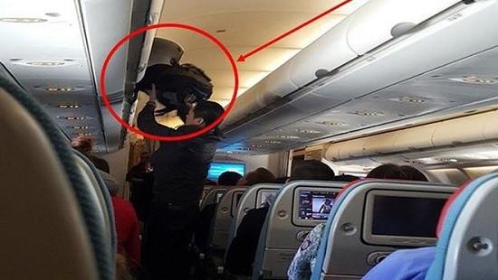 Truy tố đối tượng người Trung Quốc trộm cắp tiền trên máy bay