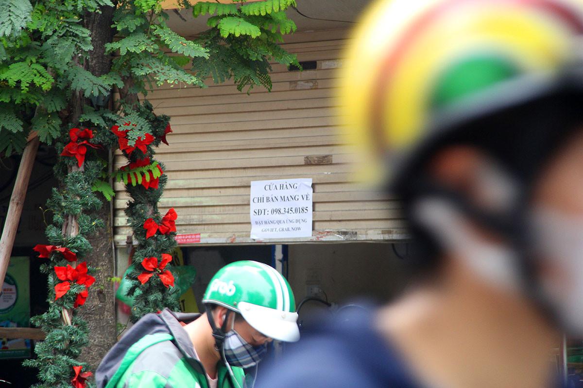 Hàng quán đóng cửa tạm dừng hoạt động sau chỉ đạo của Thủ tướng để phòng dịch Covid-19