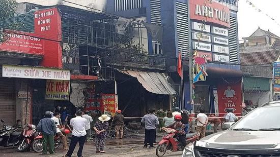Cháy cửa hàng thiết bị ô tô khiến 2 ông cháu tử vong