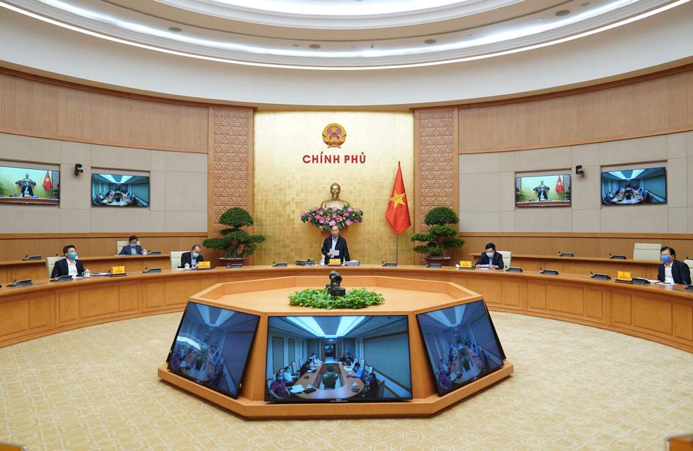 Thủ tướng: Các cơ quan bố trí cán bộ làm việc ở nhà qua máy tính, hạn chế đến cơ quan