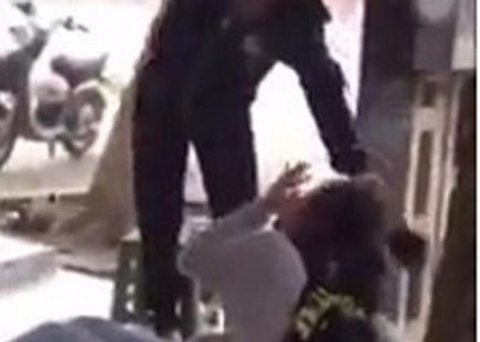 Đuổi học 1 năm nữ sinh đánh bạn trên đường