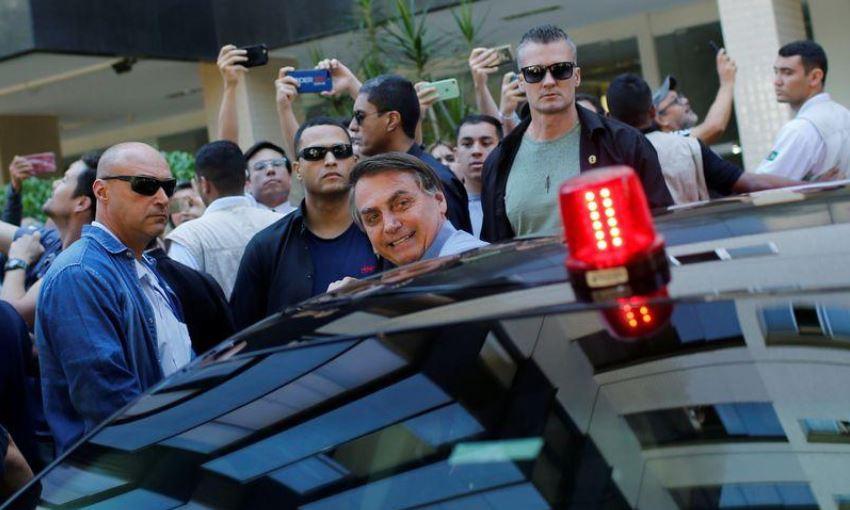 Tổng thống Brazil xuất hiện trên đường phố bất chấp khuyến cáo giãn cách xã hội