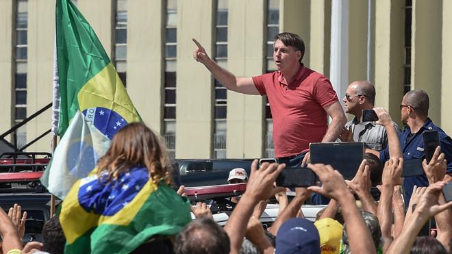 """Tổng thống Brazil biểu tình phản đối """"giãn cách xã hội"""""""