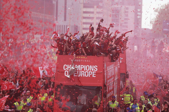 Liverpool chờ ngày vô địch khi Premier League sắp trở lại