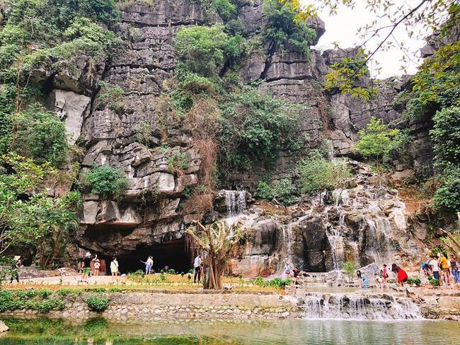 Truy tìm ốc đảo xương rồng, thác nước mới nổi ở Ninh Bình