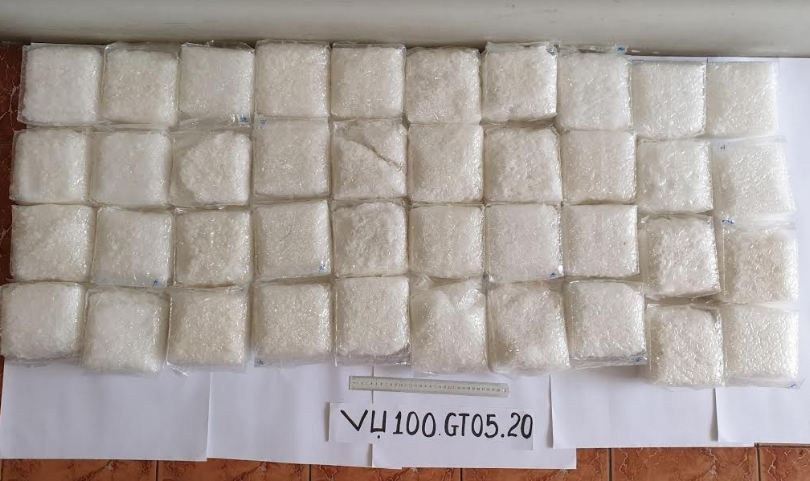 Khởi tố 2 đối tượng trong vụ vận chuyển 40kg ma túy qua biên giới