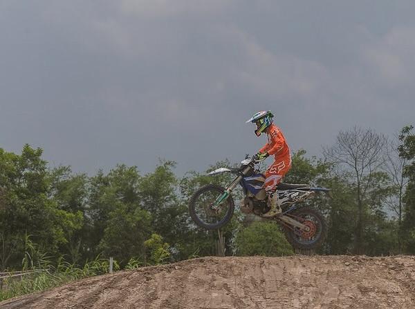 Dân chơi Motocross mãn nhãn với Sunrise Track- Đầm Trành