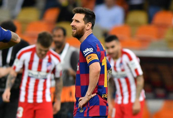 Lewandowski lập kỷ lục sánh ngang với CR7 và Messi