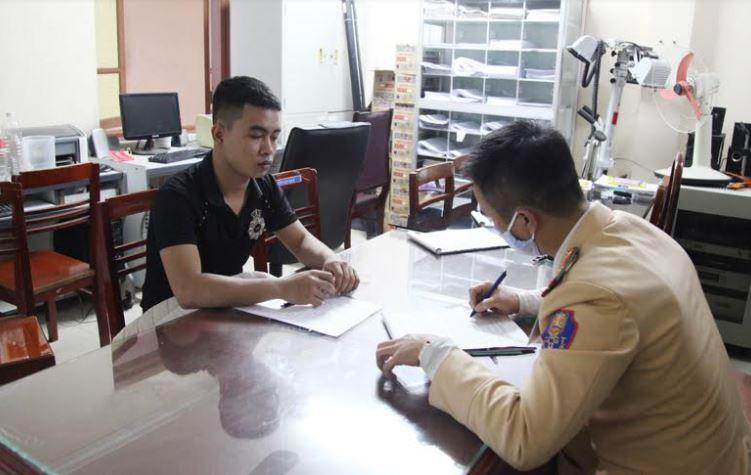 """Thái Nguyên: Xử lý đối tượng có hành vi """"bốc đầu"""" xe máy"""