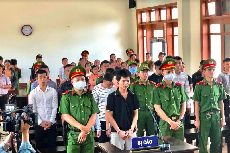 Hơn 70 năm tù cho 16 đối tượng chém người ở Quảng Ngãi