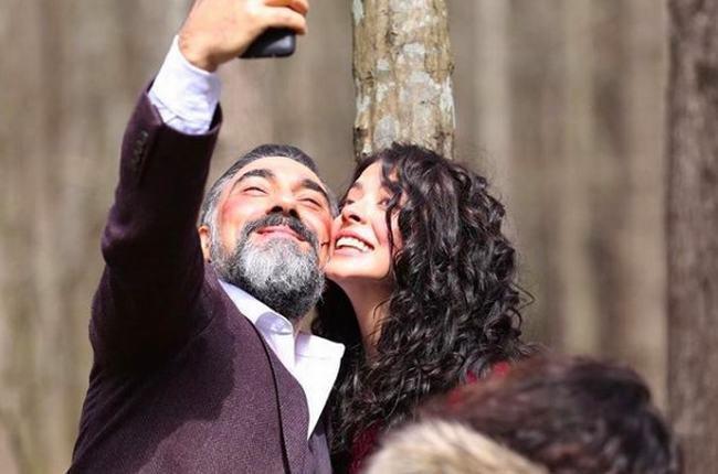 """Nữ chính """"Đối đầu định mệnh"""" nghiện selfie với """"kẻ thù"""""""