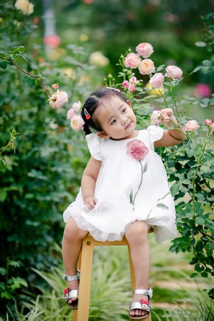 Khánh Thi - Phan Hiển khoe khoảnh khắc con gái tròn 2 tuổi