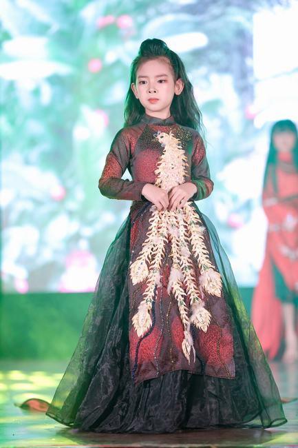 """Dàn mẫu nhí đẹp """"nao lòng"""" trong Đêm Chung kết Press Beauty 2020"""