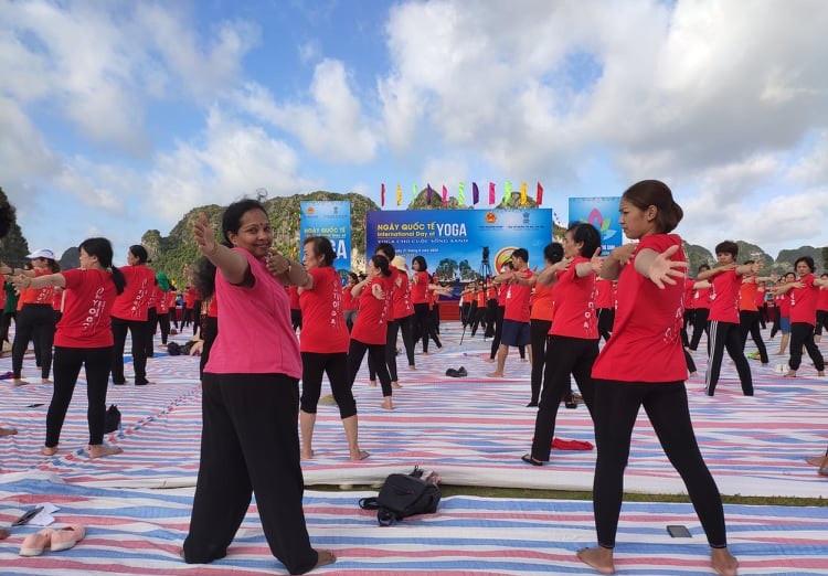 Sôi động ngày Quốc tế Yoga lần thứ 6 tại Quảng Ninh