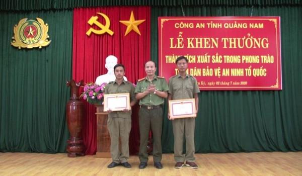 Tặng giấy khen cho người báo tin bắt Triệu Quân Sự