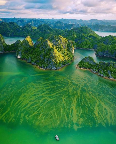 """Chẳng cần đi Âu đi Á, """"vịnh biển đẹp nhất thế giới"""" đang chờ bạn khám phá ngay mùa hè này"""