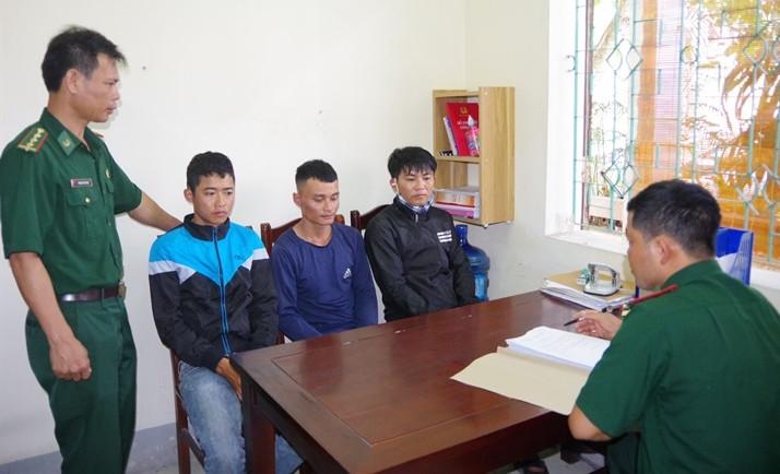 Tổ chức cho 3 người vượt biên sang Lào để lấy công 5 triệu đồng