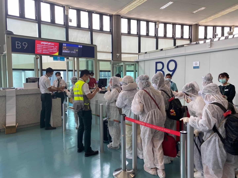 Tiếp tục đưa hơn 230 công dân mắc kẹt tài Đài Loan về nước