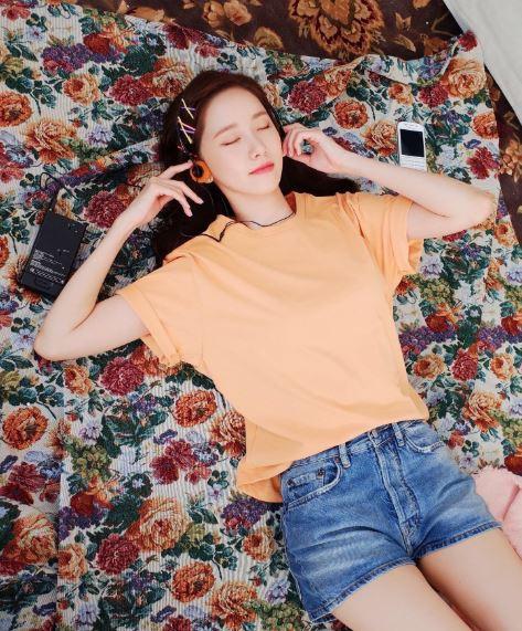 Mix áo phông vừa đẹp vừa hút mắt như sao Hàn