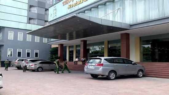 Bé trai 5 tuổi rơi từ tầng 9 khách sạn tử vong