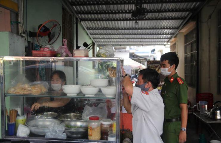 Đà Nẵng: Phát hiện quán ăn lén lút kinh doanh sau khi có...lệnh cấm