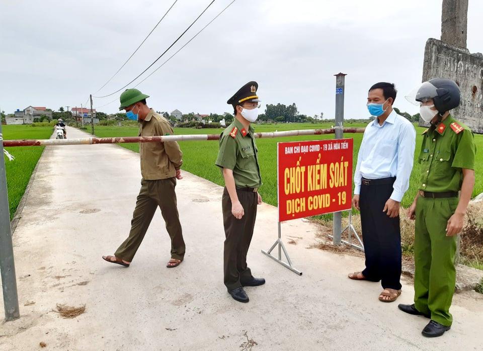 Đoàn công tác tỉnh Thái Bình đi thăm vùng có dịch miền Trung giữa lúc