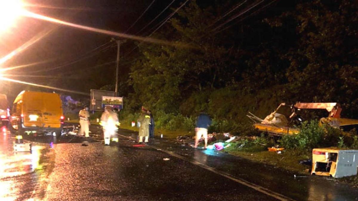 Hai xe tải tông trực diện trên Quốc lộ 20, 3 người thương vong