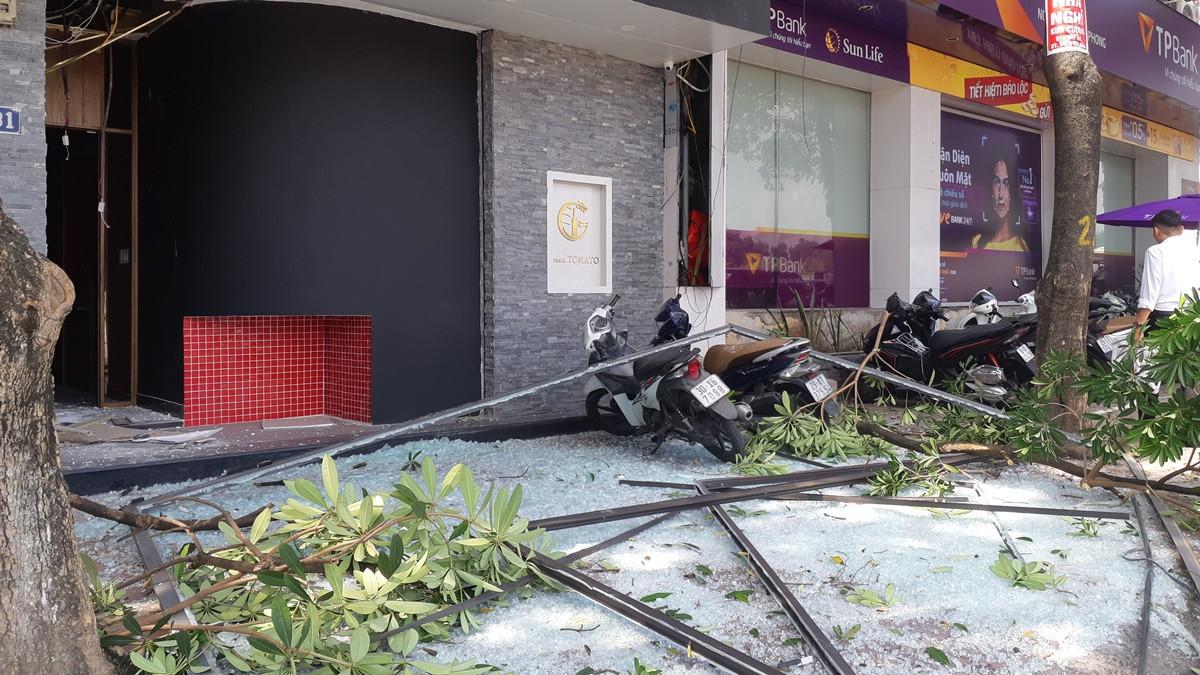 Nổ lớn trên phố Kim Mã, 2 người bỏng nặng