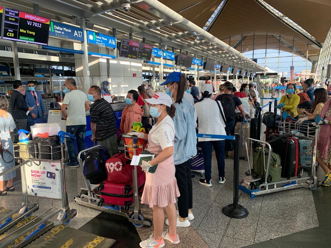 Tiếp tục đưa gần 240 công dân Việt Nam tại Malaysia về nước