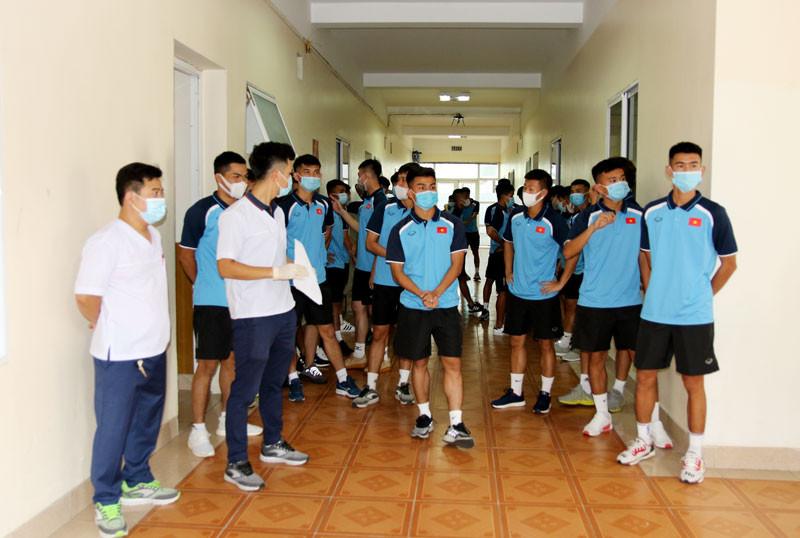 HLV Park Hang-seo và các học trò xét nghiệm COVID-19