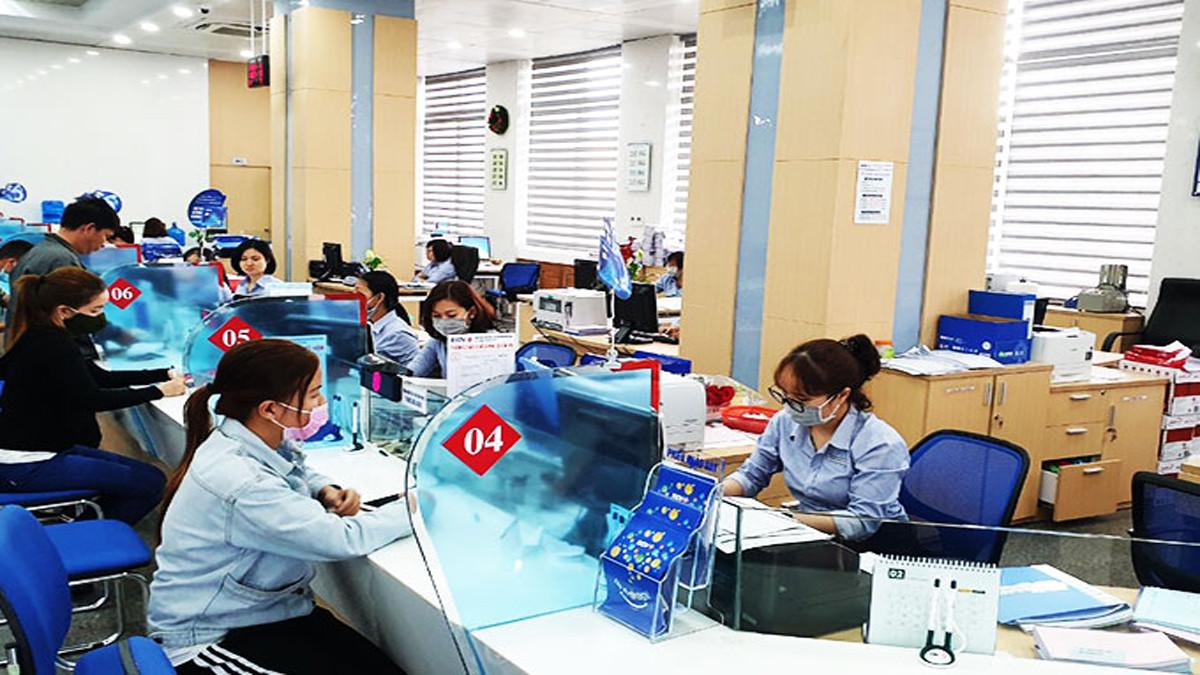 Nhân viên ngân hàng nhiễm Covid-19 tại Hà Nội tiếp xúc nhiều người