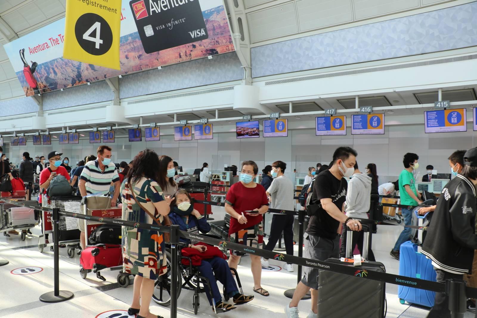 Tiếp tục đưa hơn 340 công dân Việt Nam từ Canada về nước an toàn
