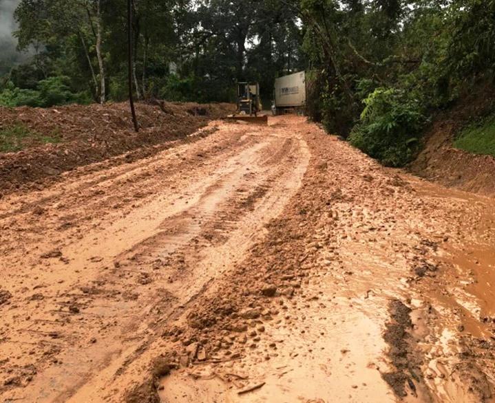 Điện Biên: Bùn đất tràn mặt đường, QL279 ùn tắc cục bộ