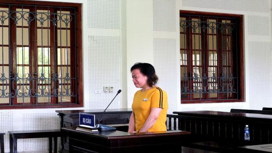 Nữ bị cáo cướp tài sản xúc động cảm ơn hội đồng xét xử