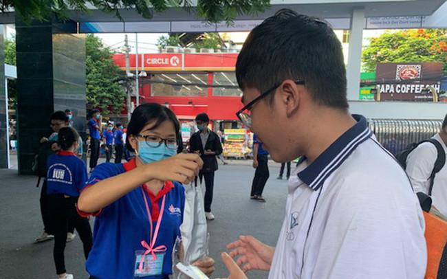 Thí sinh 'chạy đua' ở kỳ thi đánh giá năng lực của ĐH Quốc gia TP. Hồ Chí Minh