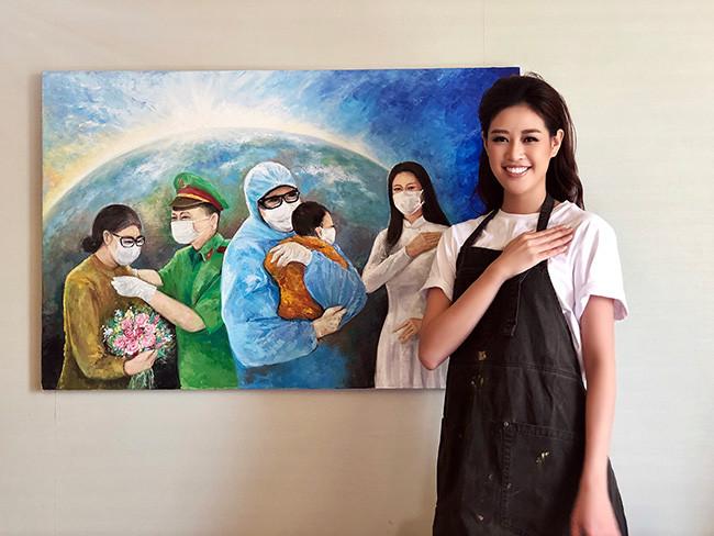 """Hoa hậu Khánh Vân và ba bức vẽ tranh """"Những trái tim yêu thương"""""""